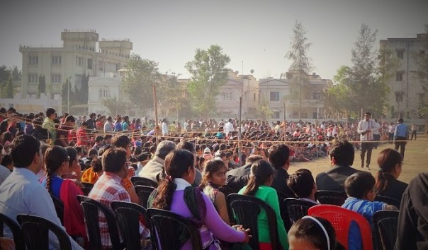 Thousands Gather for the Show