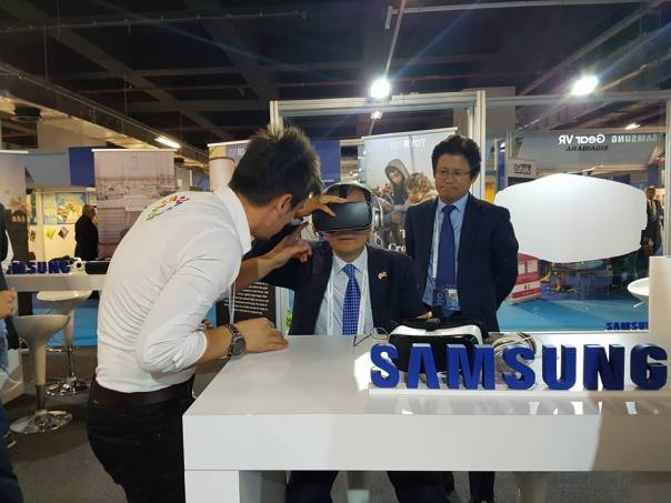 Korean Ambassador to Turkey, Mr. Cho Yoonsoo watches #CloudsOverSidra as President of Samsung Mobile Turkey, Mr. Dae Hyun Kim observes