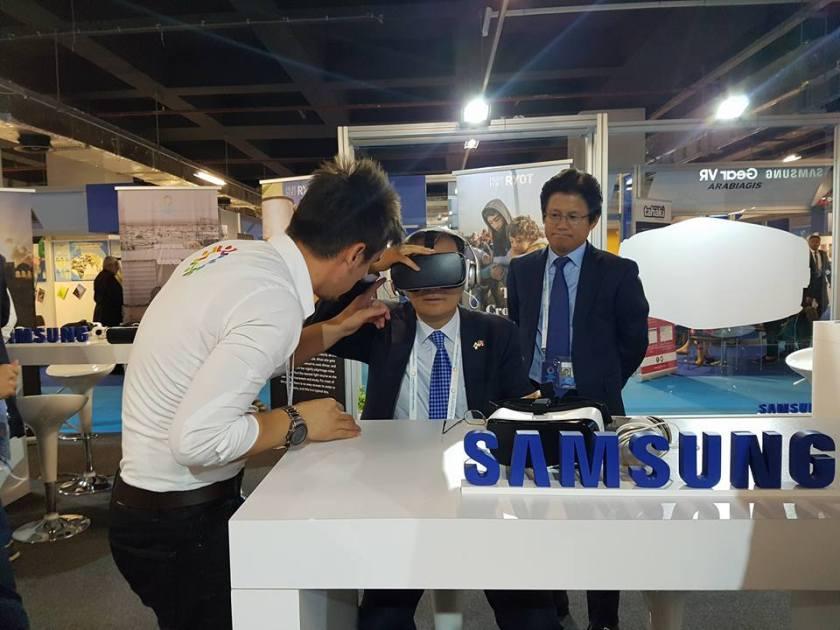 Korean Ambassador to Turkey, Mr. Cho Yoonsoo watches #CloudsOverSidra as President of Samsung Mobile Turkey, Mr. Dae Hyun Kim observes
