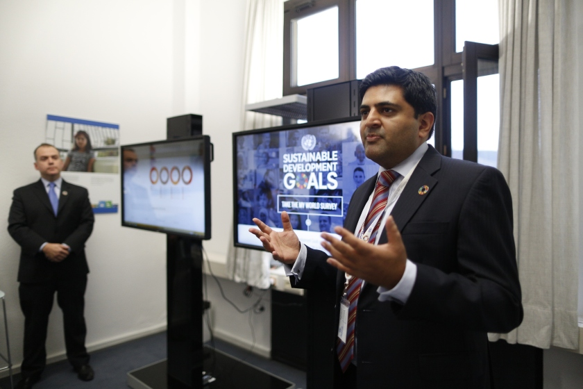 Anand Kantaria, Global Project Lead, conducts a live demo of the MY World 2030 survey (myworld2030.org) at the Global Campaign Center of the UN SDG Action Campaign in Bonn, 15 December 2016. photothek / Ina Fassbender