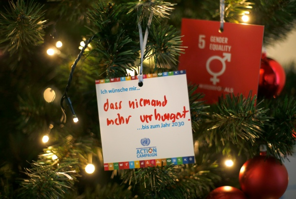 "Ornaments represent the work that everyone must do together to achieve the Sustainable Development Goals by 2030 at the tour of the Global Campaign Center of the UN SDG Action Campaign in Bonn, 15 December 2016. German text reads ""I wish that... that nobody will starve ... by 2030"". photothek / Ina Fassbender"