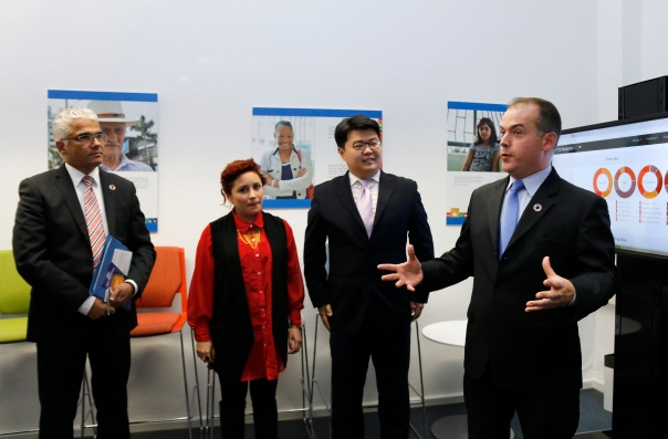 Mr. Mitchell Toomey, Global Director of the UN SDG Action Campaign, along with Mr. Ashok-Alexander Sridharan, Lord Mayor of Bonn / Maria Fernanda Olvera, Director of INJUVE in Mexico City / Alex Wang, President of Youthink Center China. photothek / Ina Fassbender